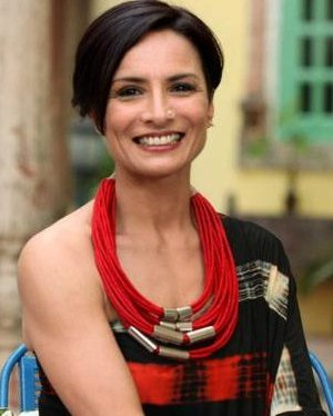 Adhuna akhtar biography farhan akhtar 39 s wife matpal for Adhuna akhtar salon